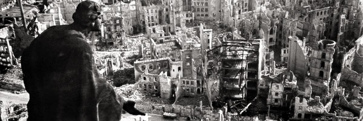 As Ruínas de Dresden, 9 de dezembro de 1945 – após sofrer intenso bombardeio durante a segunda guerra mundial.