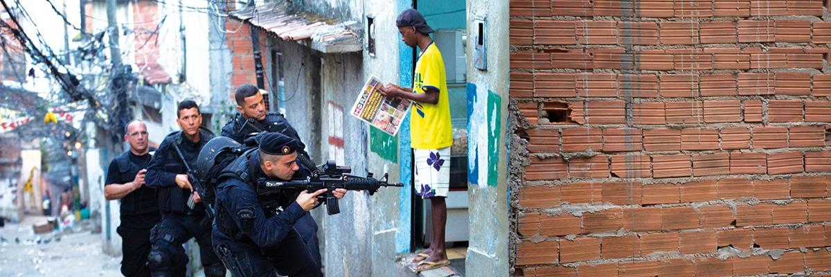 Invasão à favela no Rio de Janeiro.