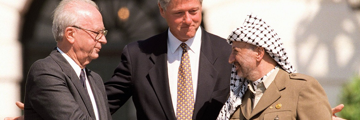 Acordo de paz na Casa Branca com Yitzhak Rabin e Yasser Arafat, intermediado por Bill Clinton – 1993.