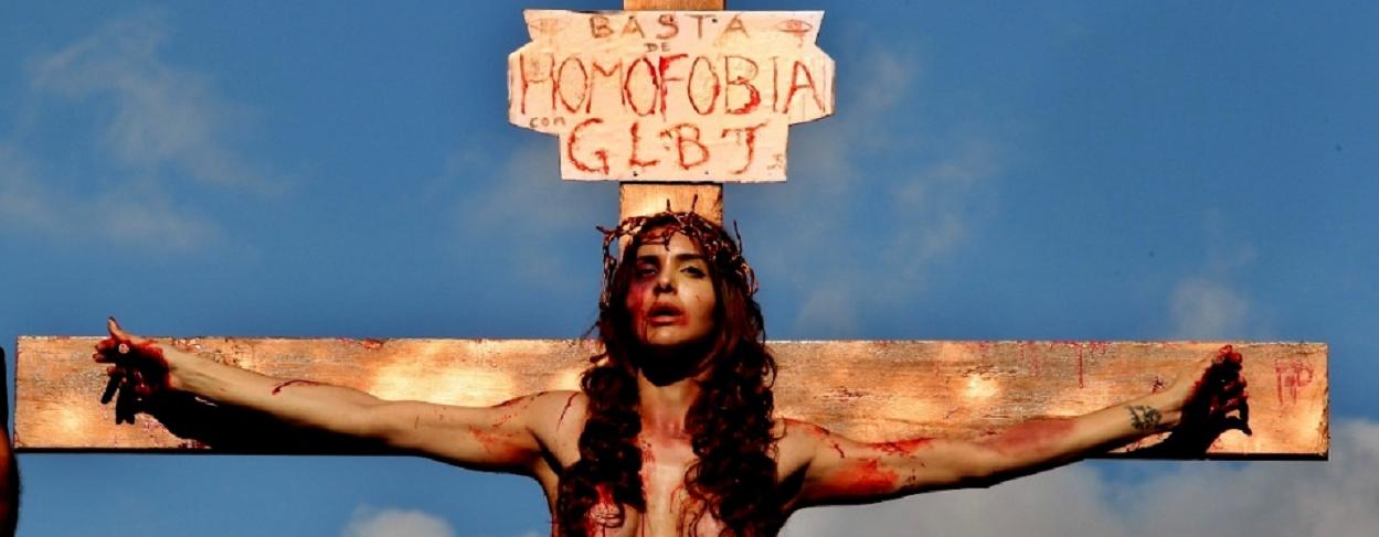 O protesto da modelo transexual Viviany Beleboni, 26, na parada gay em São Paulo