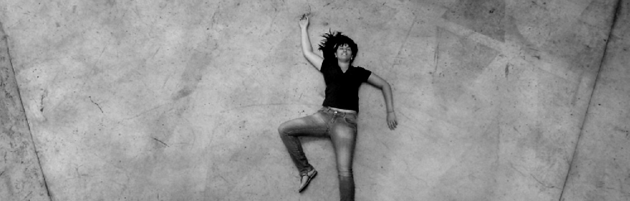 """Tá lá o corpo estendido no chão..."""" – foto Caroline Cavalcanti."""