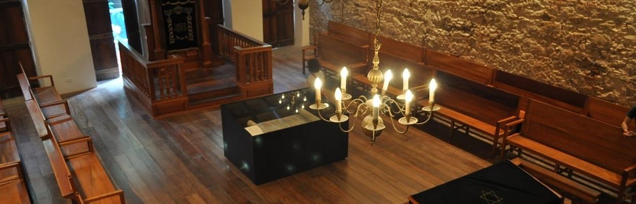 Interior da Sinagoga Kahal Zur Israel, Recife. Primeira Sinagoga das Américas.