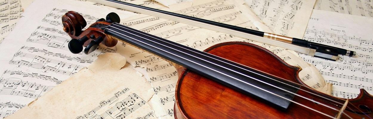 Violino e partitura.