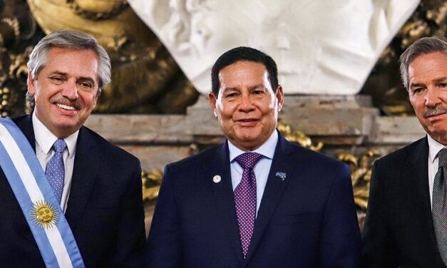 Convite à distensão diplomática – Editorial