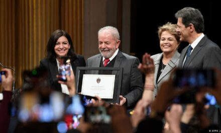 Fica lá, Lula! – Editorial