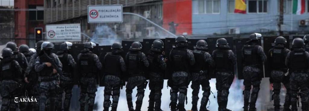 Polícia Militar de Pernambuco em covarde ataque contra manifestantes pacíficos.
