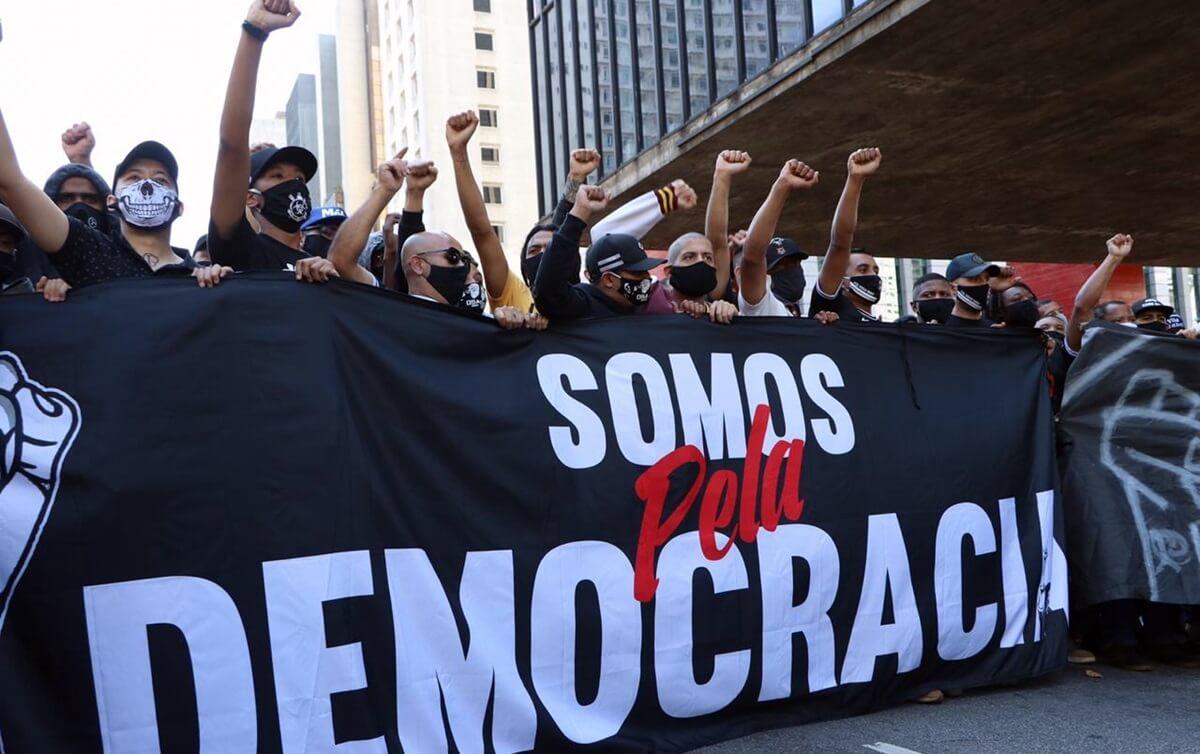 Faixa usada pelos manifestantes contra o governo Bolsonaro, em junho de 2021.