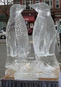 KIssing Penguins ice sculpture