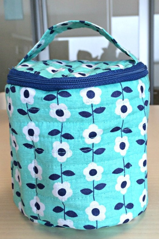 Round makeup bag with inside pockets-Free Pattern