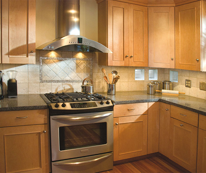 light_maple_kitchen_cabinets