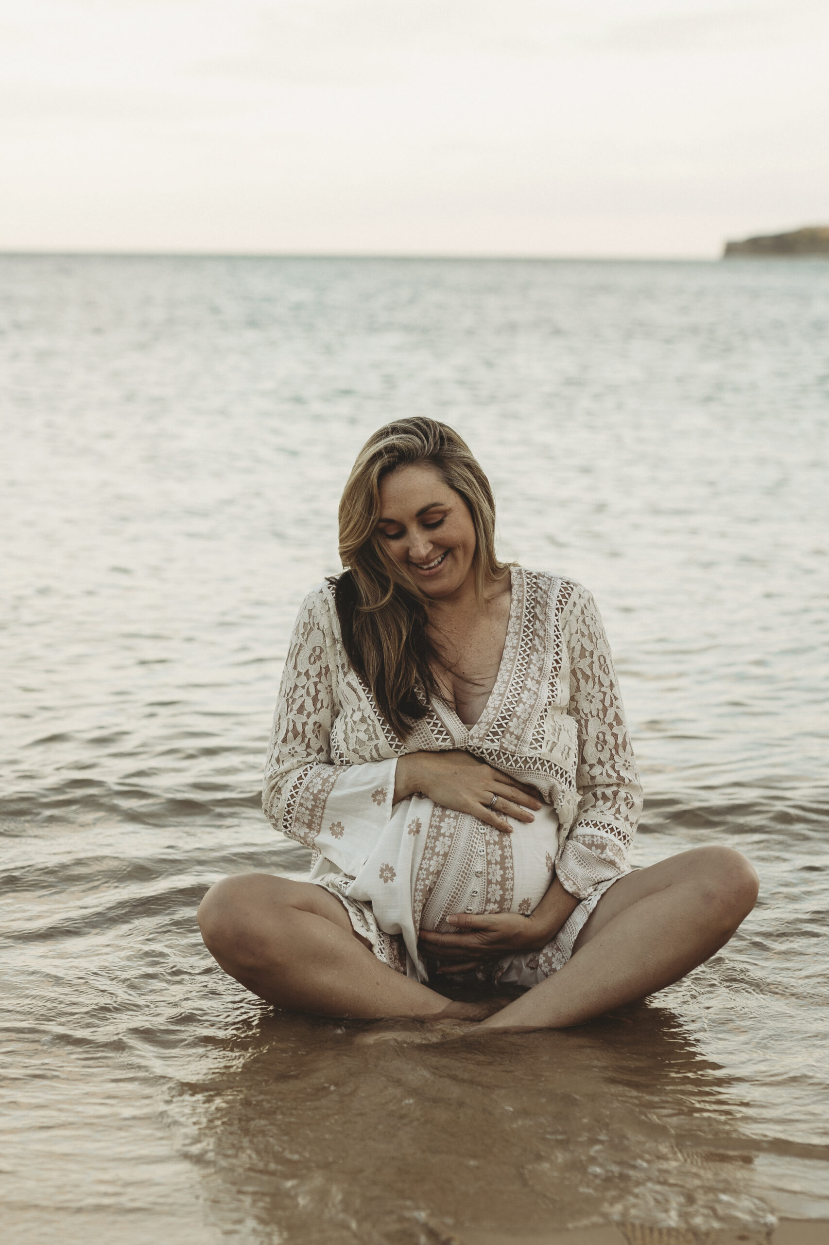 pregnancy maternity photography beach sunset
