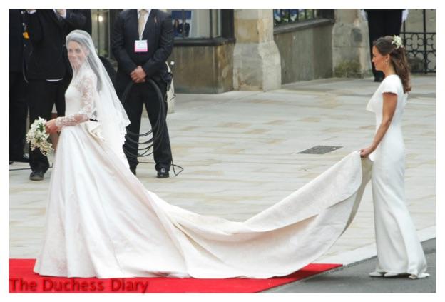 pippa middleton holds kate middleton train westminster abbey royal wedding