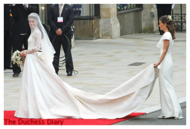 pippa middleton holds kate middleton train westminster abbey royal wedding