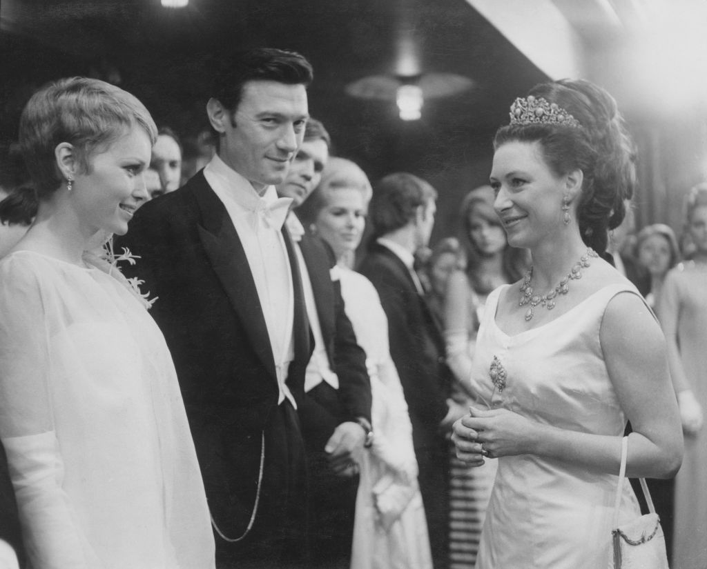 """Princess Margaret Wears Tiara Meets Cast From """"Taming of the Shrew"""""""