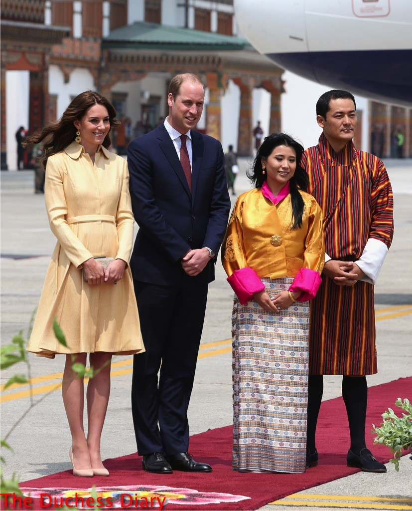 kate middleton prince william pose king queen bhutan royal tour