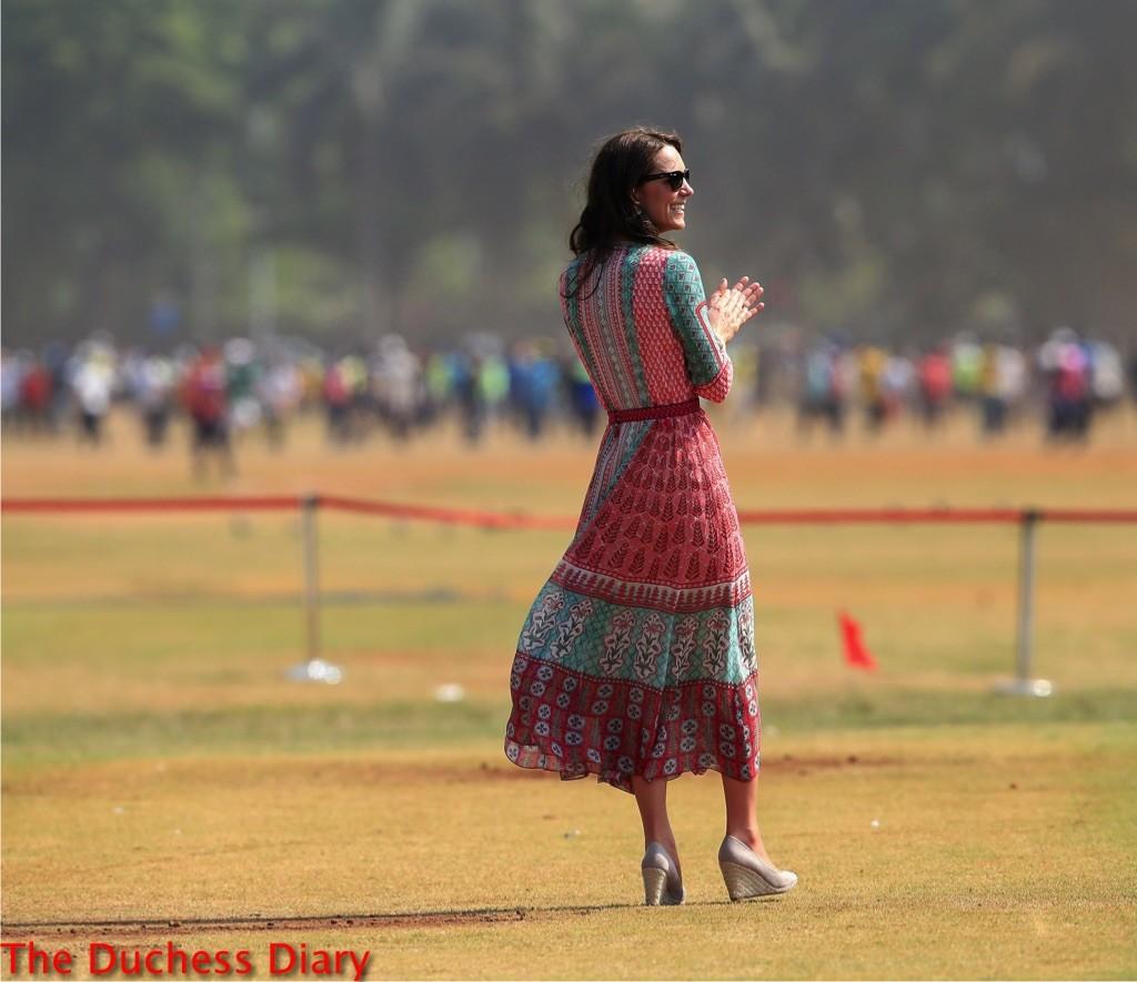 kate middleton claps colorful dress ray bans