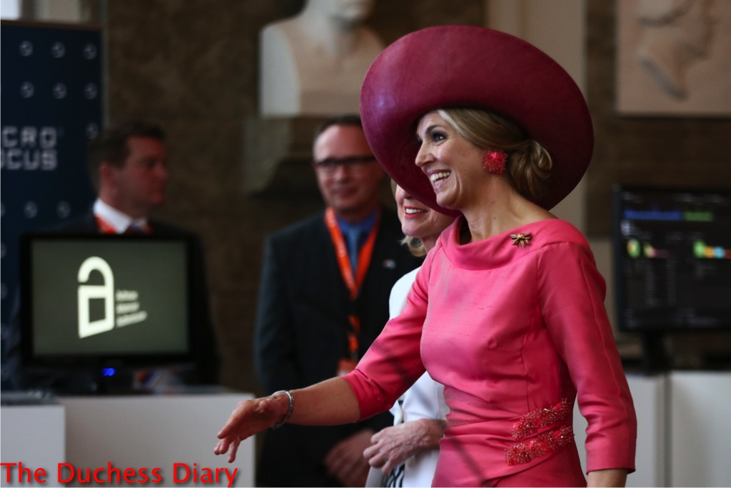 queen maxima shakes hand dutch german forum