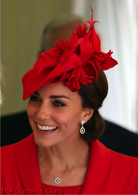 catherine duchess cambridge acorn earrings catherine walker red coat order garter 2016
