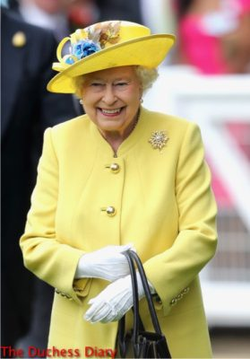 queen elizabeth yellow hat yellow coat smiling royal ascot parade ring