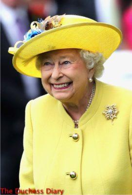 queen elizabeth beams parade ring royal ascot 2016