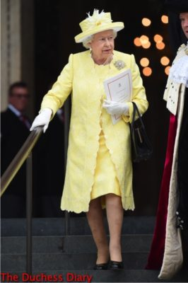 queen elizabeth yellow coat leaves st paul's cathedral national thanksgiving service