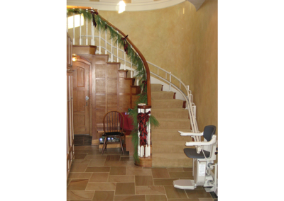 stair-lift-curved-christmas