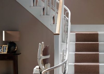 stair-lift-curved-left-turn