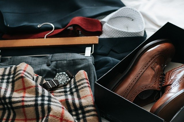 How to pack and ship clothes