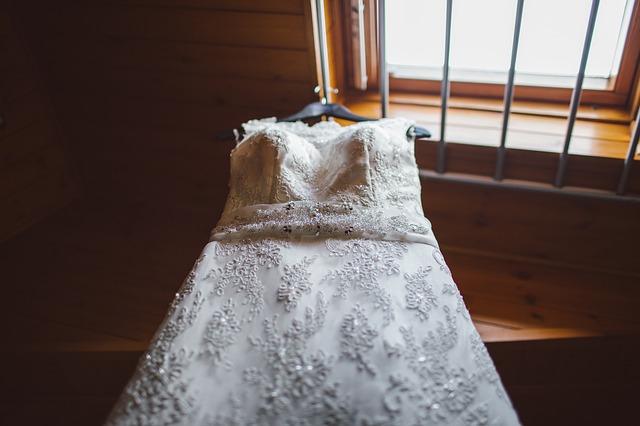 shipping a wedding dress