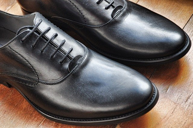 shipping leather shoes