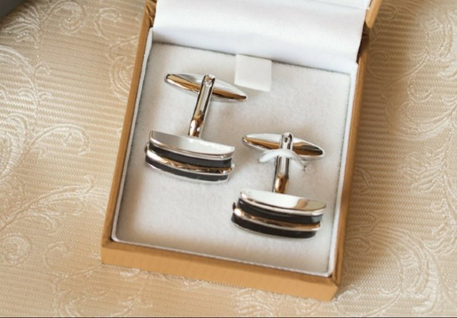 shipping cuff links