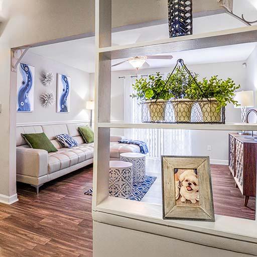 Interior Laurel LivingRoom 512x512 1 Newly renovated apartments in Homewood