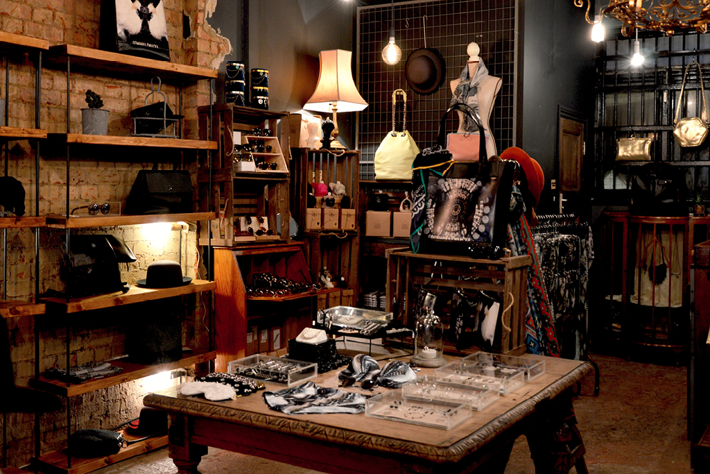 Edgewater Antique Shopping