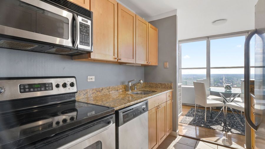 Lakeview - 655 Irving Park Road Unit 5016, Chicago, IL 60613 - Kitchen