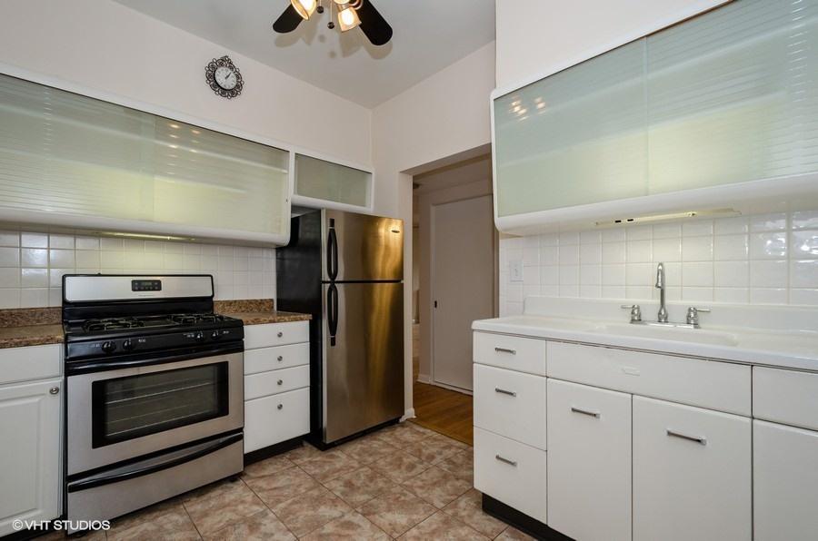Rogers Park - 1408 West Jonquil Terrace Unit 3, Chicago, IL 60626 - Kitchen
