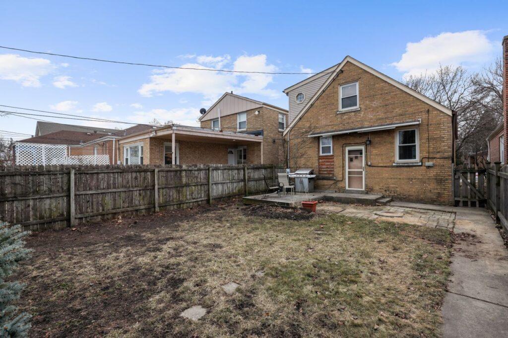 West Ridge - 2832 West Jerome Street, Chicago, IL 60645 - Backyard