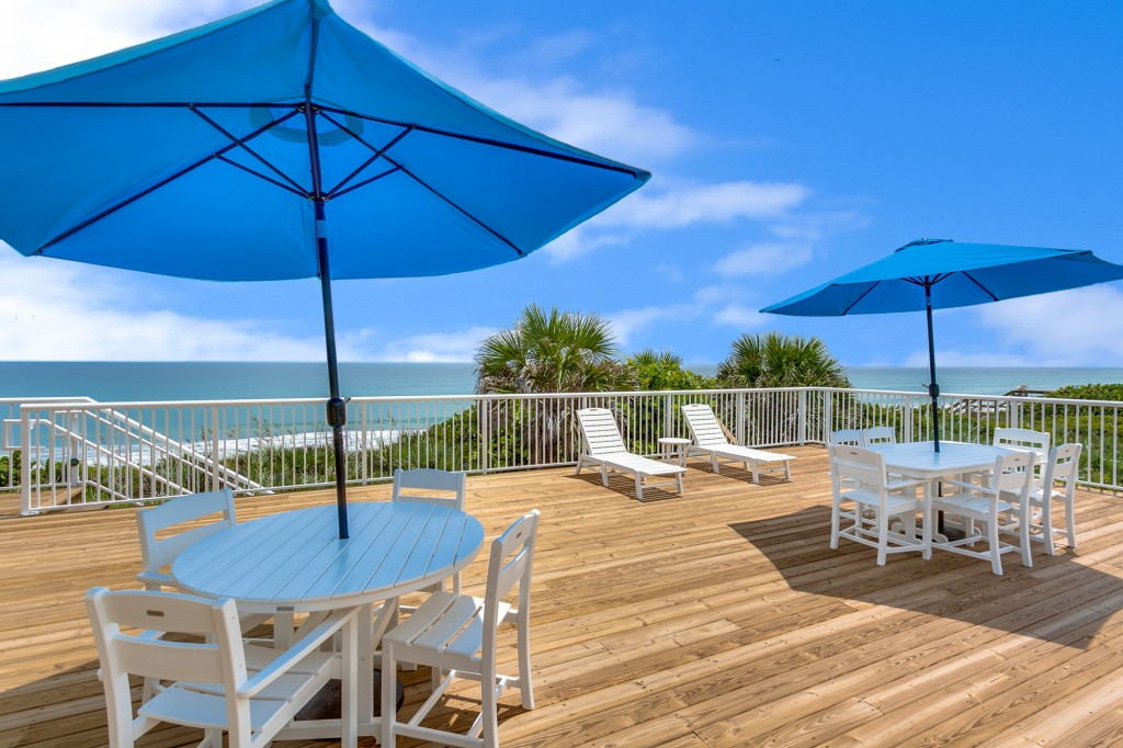 Aquarina's Oceanfront Clubhouse Deck