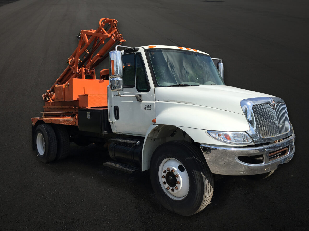 2004 International Pounder Truck - No Auger