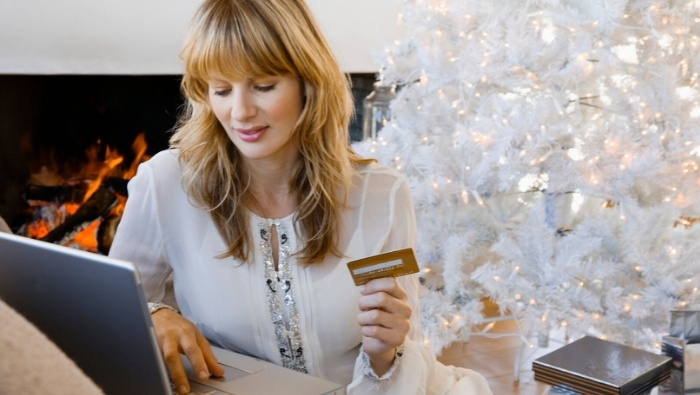 Ways Social Media Can Reduce Holiday Spending photo