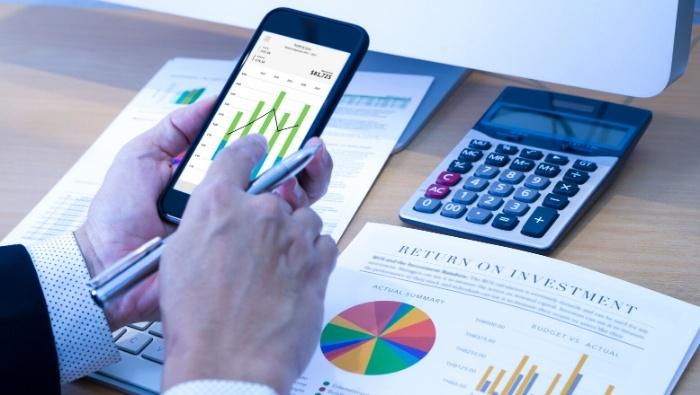 Where Does Investment Advisor Put Money photo