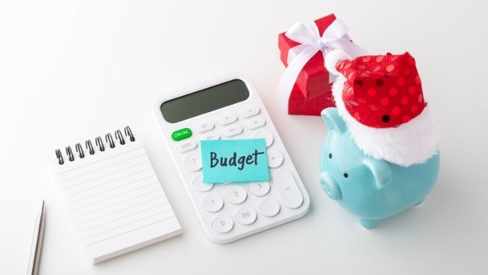 Ways to Stick to Holiday Budget photo