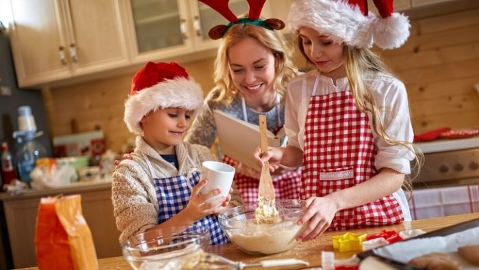 Ways Your Family Can Save Money This Holiday photo