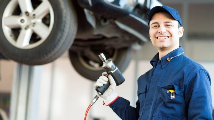 Choosing the Right Auto Repair Center photo
