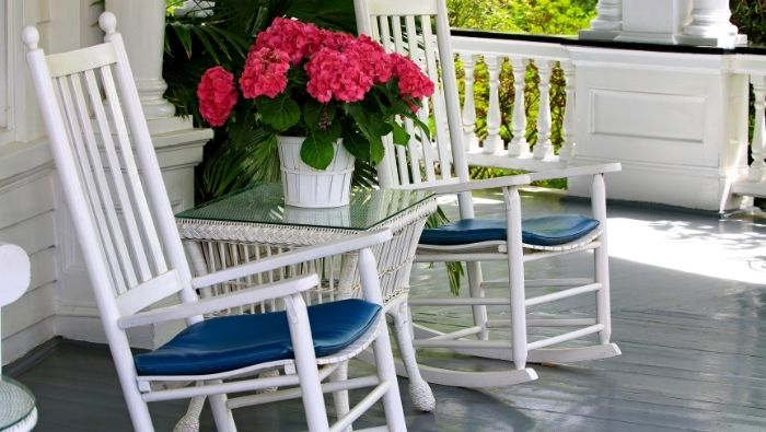 How to Create Cheap Shade for Porch photo