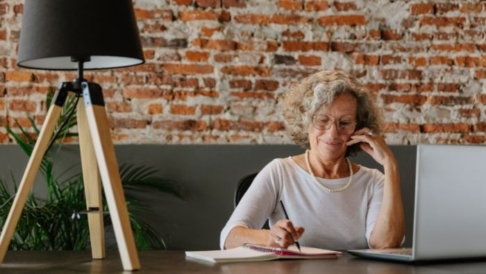 How to Get the Customer Service You Deserve photo