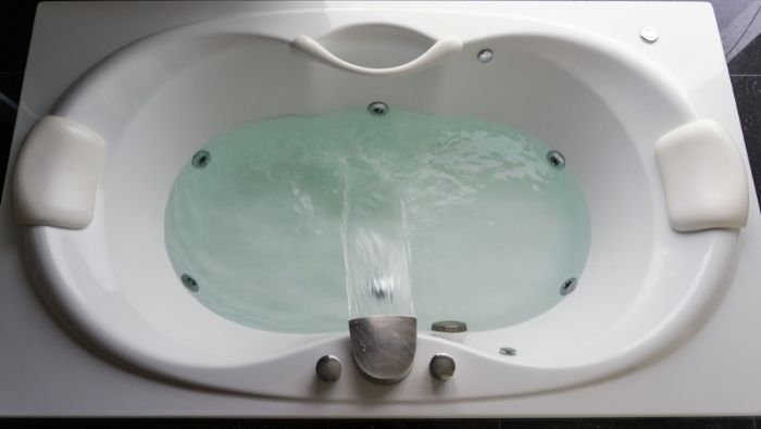 Homemade Cleaner for Jetted Tubs and Showers Heads photo