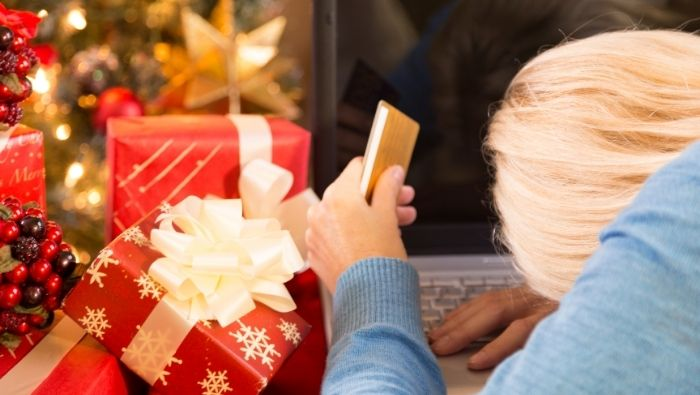 How to Avoid the Holiday Debt Trap photo