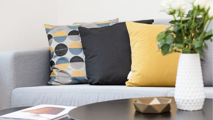 Ways to Reupholster a Couch Inexpensively photo