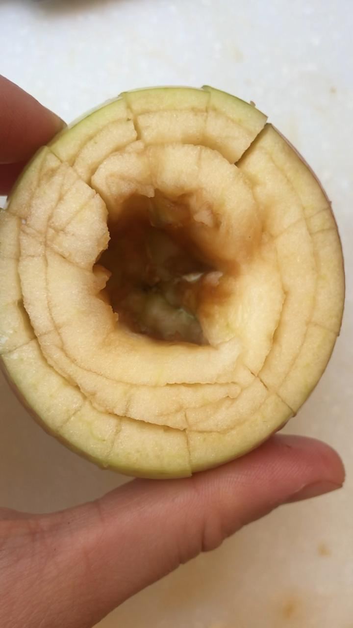 Slicing apples to allow it to bloom