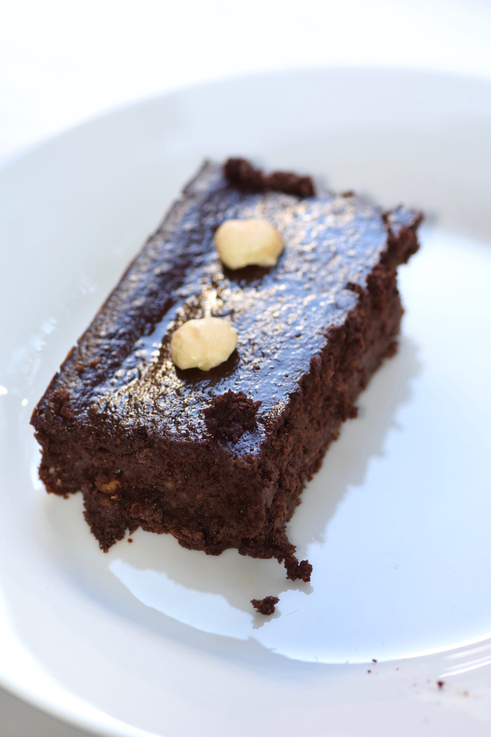 Low calorie fudgy brownies with nuts